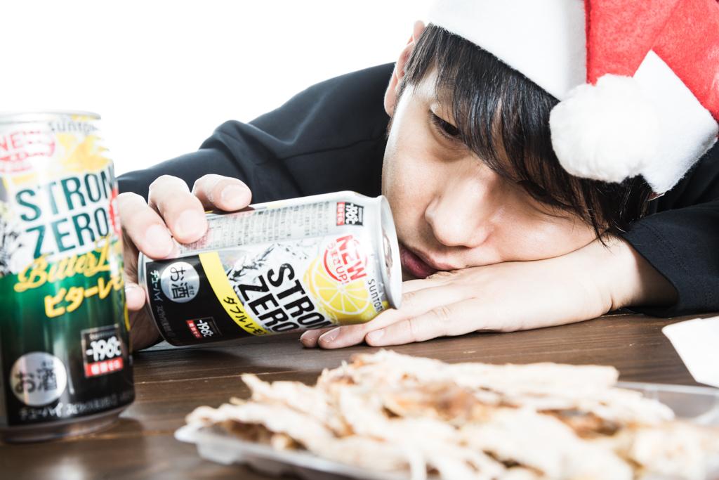クリスマスに失恋で項垂れる男性